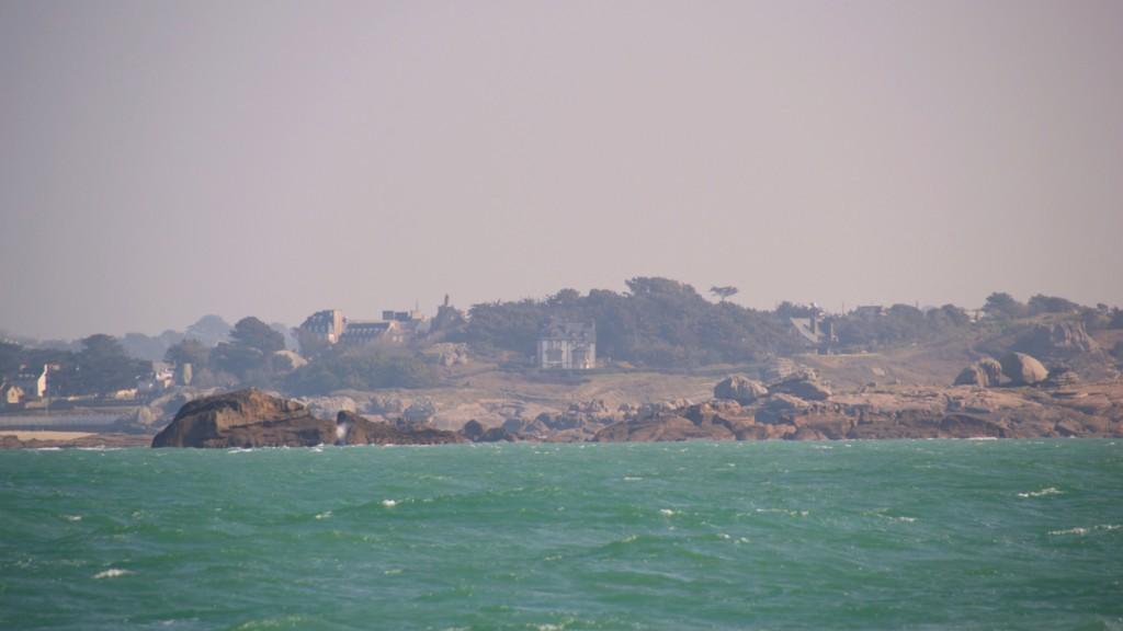 Die Küste des rosa Granits.