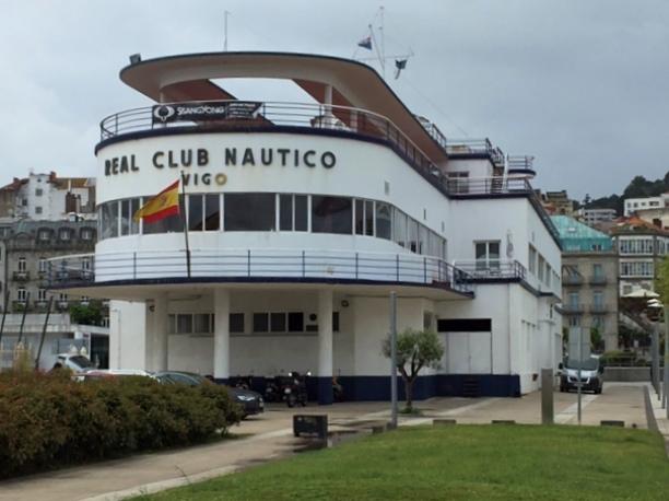 Nicht zu übersehen, wenn man von See her kommt: das Gebäude des Real Club Nautico von Vigo.